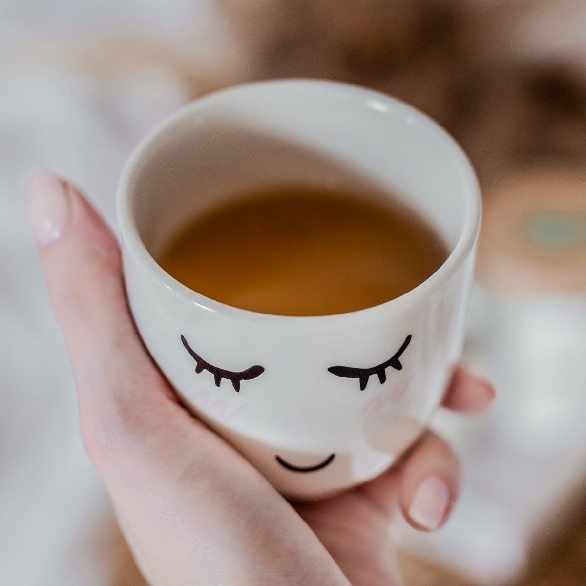 Jaki wpływ na naszą urodę ma picie herbaty? brown house and tea herbata uroda